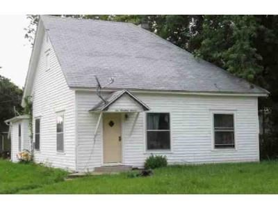 2 Bed 1 Bath Foreclosure Property in Canton, KS 67428 - N 5th St