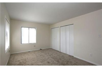 Lease Spacious 3+2.50. Approx 1,320 sf of Living Space. Washer/Dryer Hookups!