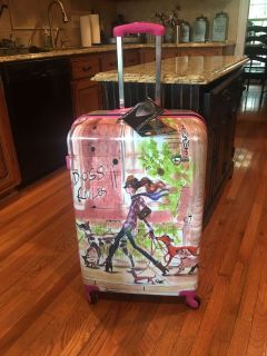 NEW 3 PIECE LUGGAGE SET by MIA TORO! It has the 19 inch spinner ( 4 wheels ) carry on , 24 inch spinner & the 27 inch spinner upright!