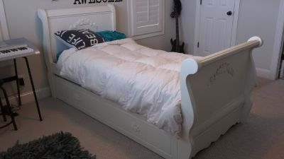 Trundle sleigh bed