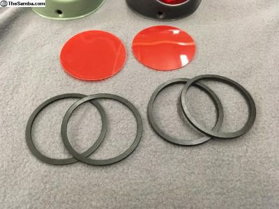 Split beetle taillight diffuser lenses and seals