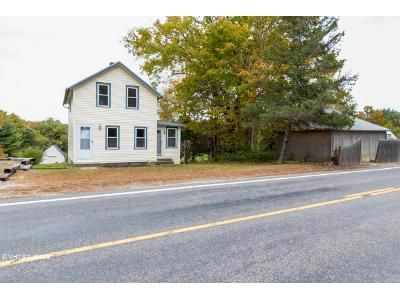 2 Bed 1 Bath Foreclosure Property in Hope Valley, RI 02832 - Spring St