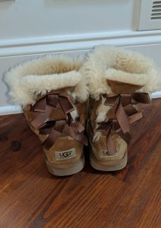 Uggs youth 4/women 6