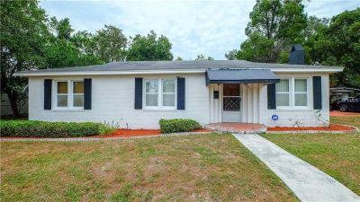 AMAZINGLY WELL-KEPT HOME IN CENTRAL LAKELAND.