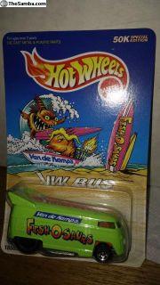hot wheels drag bus fish-o-saurs