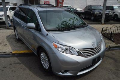 2014 Toyota Sienna XLE 7-Passenger Auto Access Se (Silver Sky Metallic)