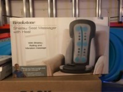 BROOKSTONE SHIATSU SEAT MASSAGER WITH HEAT