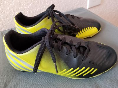 Youth 3.5 soccer cleats