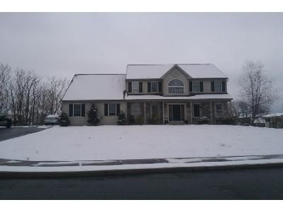4 Bed 3 Bath Preforeclosure Property in Douglassville, PA 19518 - Highland Ct