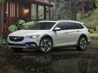 2018 Buick Regal TourX Essence (Pearl Metallic)