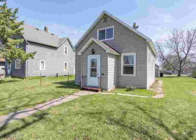 2527 E 4th Street Superior, New Nest! This Three BR One BA