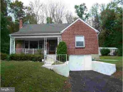 1704 W Rock Rd Perkasie, Brick cape style home on a country