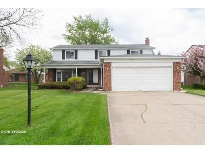 4 Bed 2 Bath Foreclosure Property in Southfield, MI 48034 - Ivanhoe Ln