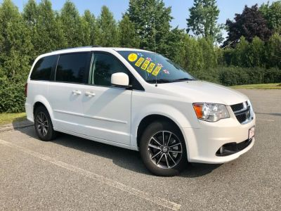 2017 Dodge Grand Caravan SXT Wagon (White Knuckle Clear Coat)