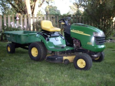 Very Nice John Deere Riding Mower.