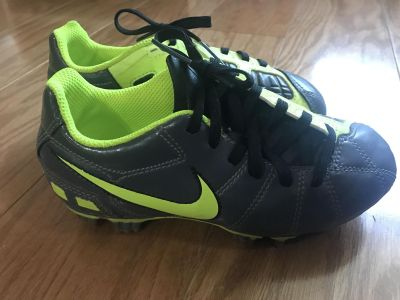 Nike Youth Soccer Cleats Size 12