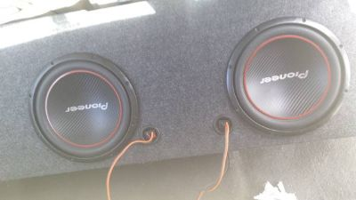 212 pioneer 1300w speakers with box and 820w 2 channel .