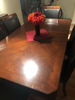 Beautiful dark wood dining table & 6 chairs