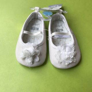 White flower shoes NWT