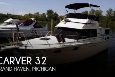 1984 Carver Aft-Cabin 3207