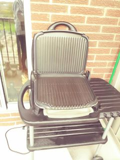 Large outdoor george formen grill. In Great Condition. Healthy eating and easy to clean.. Plugin
