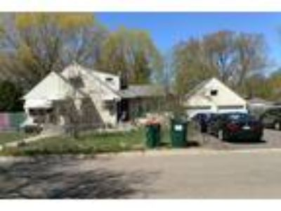 Great Rehab/Flip or Investment Property Convenient to Minneapolis and Major