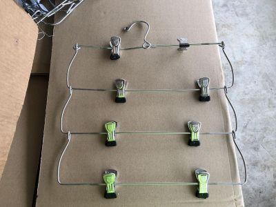 4 piece fold up clothes hanger with clips (#1)