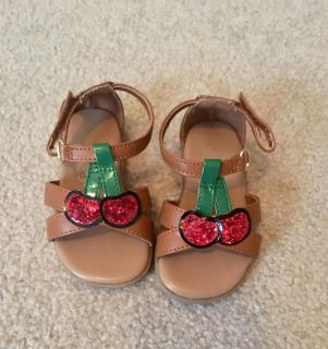 Size 4 sandals in excellent condition