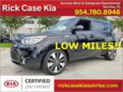 2015 Kia Soul Exclaim Franchised dealer, clean carfax, low miles