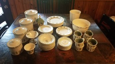 Phaltzgraff Naturewood Dinner Set