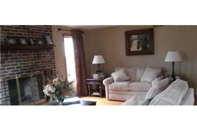 Wonderful, Comfortable Home located in a Great Neighborhood. Parking Available!