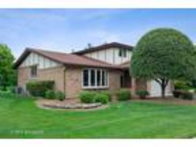 Orland%20Park Three BR 2.5 BA, 14628 Middle Pinecreek Drive Orland