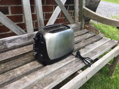 Toaster, works great **READ PICK-UP DETAILS BELOW