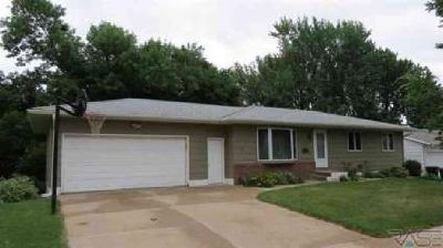 1609 S doodler Dr Sioux Falls Four BR, This is a one owner home!