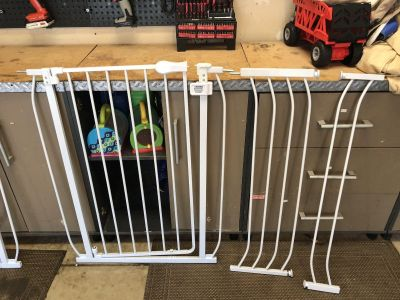 Tall baby/pet gate with extenders