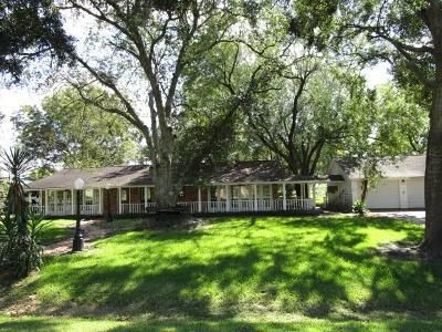 5 Bed 3 Bath Foreclosure Property in Highlands, TX 77562 - Holly Dr