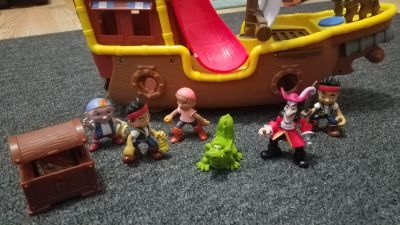 Jake and Neverland Pirates ship and action figures