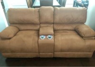 Power Loveseat recliner w/ console