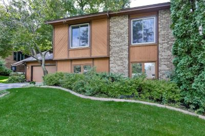 Wonderful 4 bedroom, 2 bath home nestled in demand Lakeville North neighborhood!