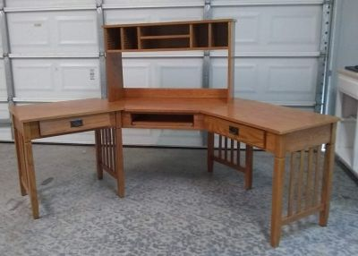 Desk with Detached Hutch
