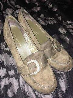 Gently Used Olive Green Suede Womens Shoes