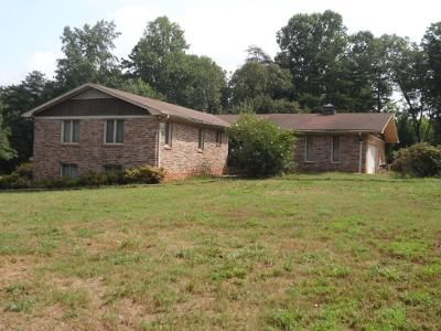 3 Bed 2 Bath Foreclosure Property in Easley, SC 29640 - Thomas Mill Rd