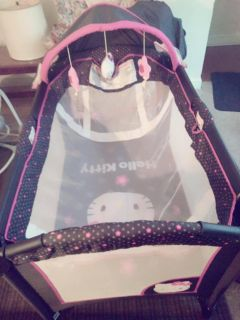 Hello kitty pack & play