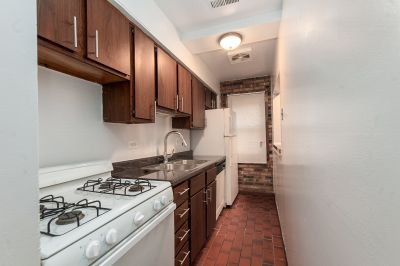 Big Lincoln Park 1 Bed Just Blocks from Red Line + DePaul Campus. Dishwasher, Hardwood, Central Heat