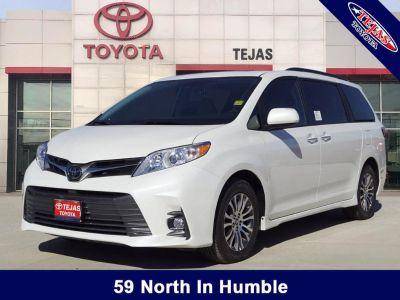 2019 Toyota Sienna XLE Auto Access Seat (Blizzard Pearl)