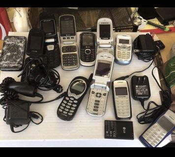 Large electronics lot-some work some for parts only -11 phones 4 chargers 1 battery