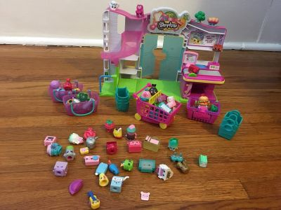 Shopkin grocery store with lots of shopkins