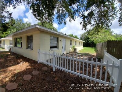 Updated 2 bed/ 1 bath Annual Rental in Bradenton Ready NOW!