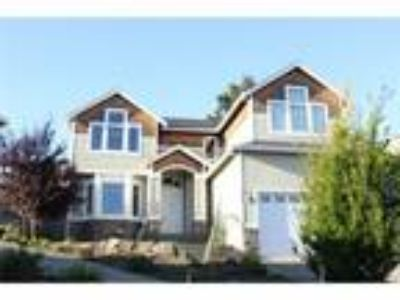 Four BR home with hot tub! On Galenta Court