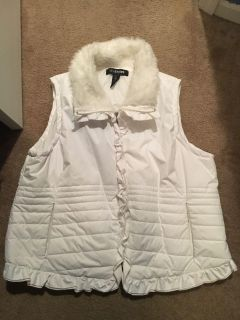 Lane Bryant cute winter white puff vest with faux fur collar